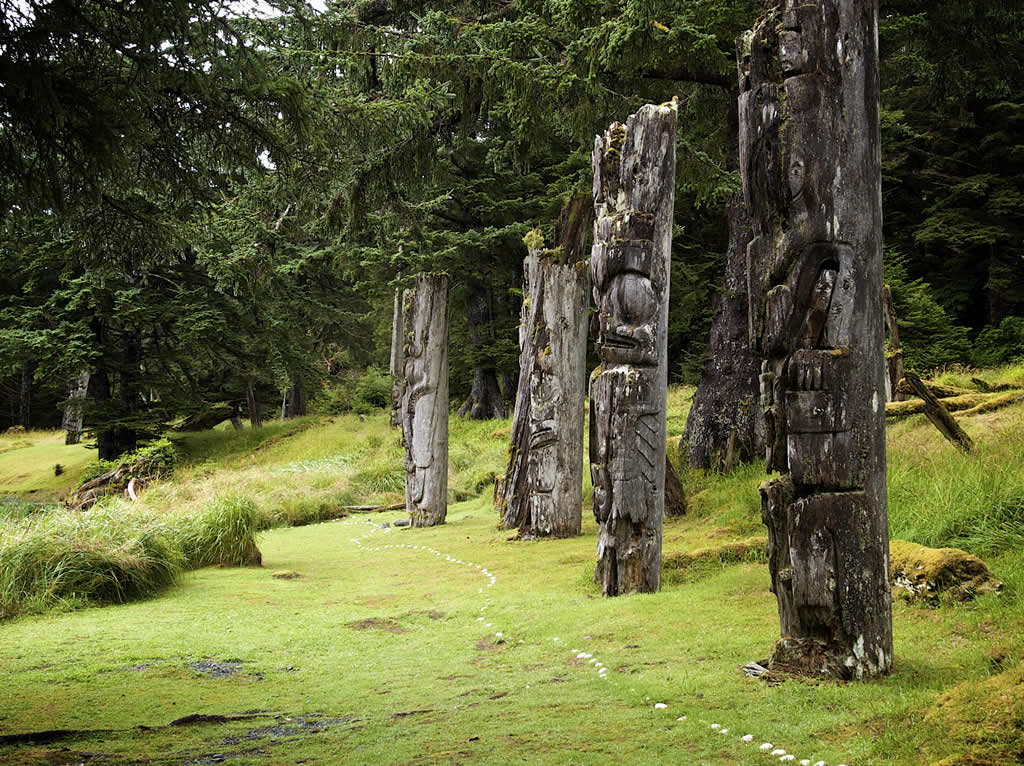 island-conservation-totem-carving