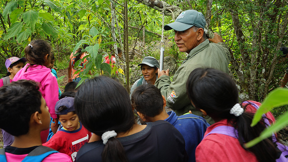 island-conservation-invasive-species-preventing-extinctions-Floreana-children-isabela-education-outreach